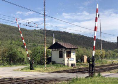 3. Železniční hradlo u Karlštejna