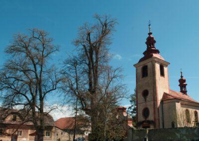 6. Kostel sv. Stalislava v Mořině.