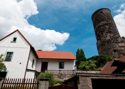 3. Hrad Jenštejn byl sídlem 3. pražského arcibiskupa Jana z Jenštejna